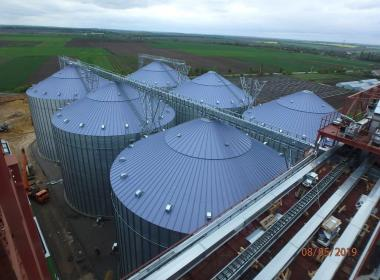 21 Flat bottom silos, hopper bottom silos, truck loading silos in Ukraine