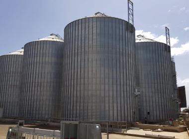 5 Flat bottom silos in Tika (Kenya)
