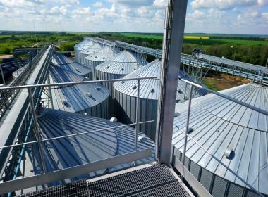 10 flat bottom silos in Russia