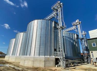 6 flat bottom silos in Hungary