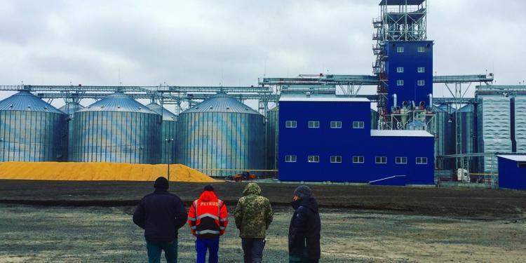 8 Silos de Base Plana, 6 de Base Cónica, 9 Puestos de Carga de Camiones en Ukrania